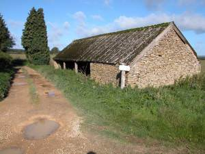 Roadside barn on Kineton Hill