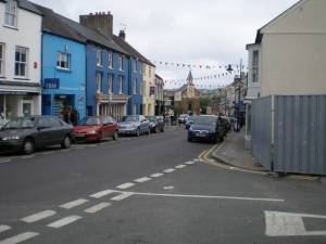 Looking south down the High St.