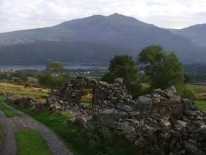 Maen Llwyd Isaf ruins