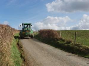 Tractor fills narrow lane